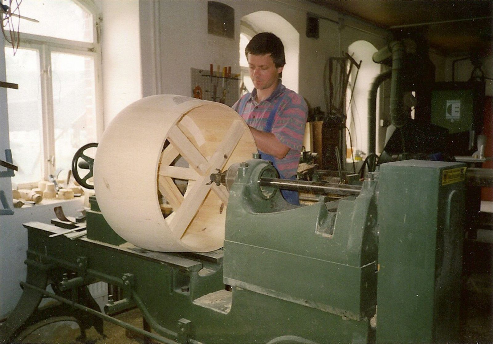 Special lathe for the big ones